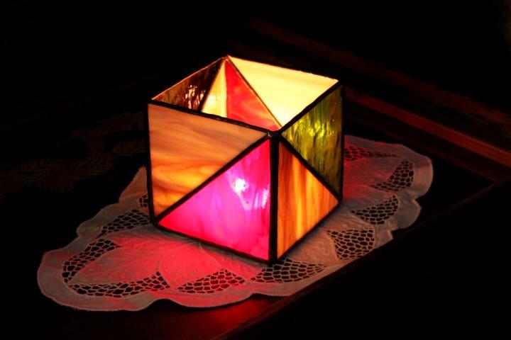 Geometrikus-tiffany-mecsestarto-bordo-zold-sarga.-1a-Small