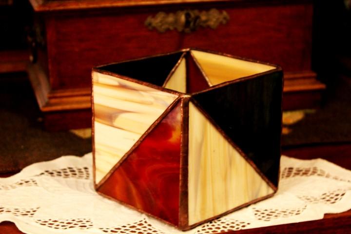 Geometrikus-tiffany-mecsestarto-bordo-zold-sarga.-1d-Small