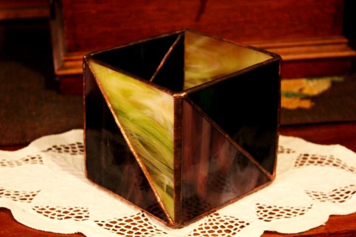 Geometrikus-tiffany-mecsestartolila-zold-sarga-1b-Small