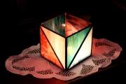 Geometrikus-tiffany-mecsestarto-kek-lila-1a-Small