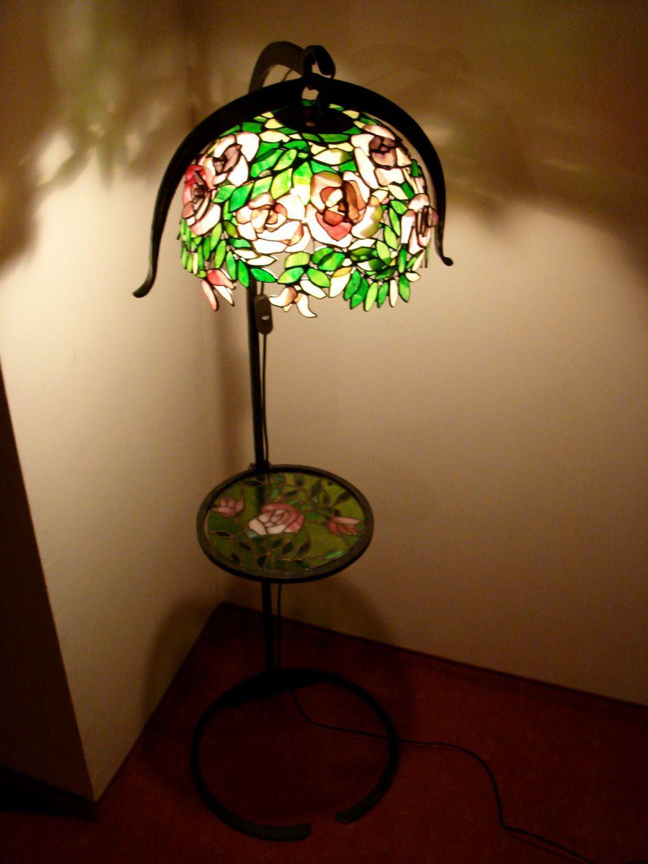 Rozsabokor-tiffany-lampa-kovacsoltvas-allvannyal-2