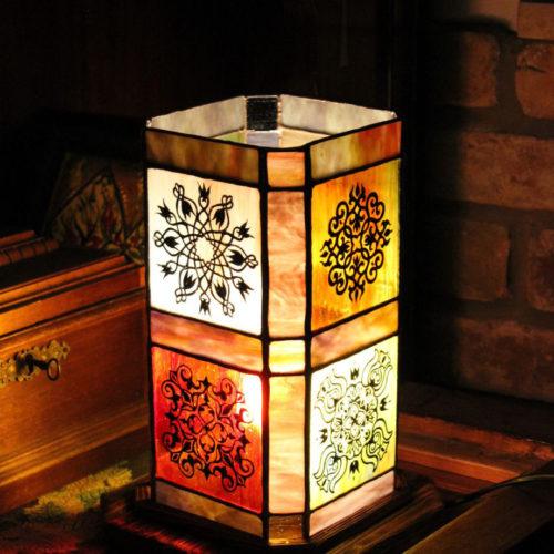 Keleti lámpa, isztambuli hangulatú tiffany lámpa, festett-geometrikus-tiffany-lampa-6