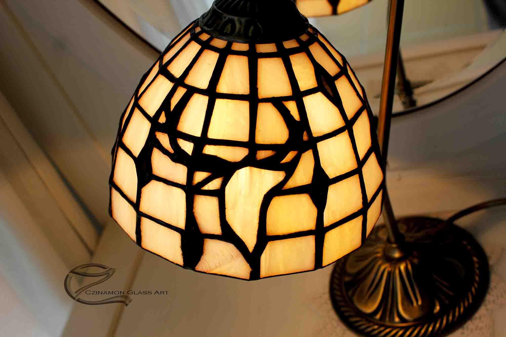 Egyedi lámpa, szarvas motívummal