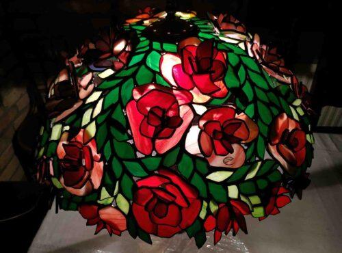 Rózsás tiffanylámpa