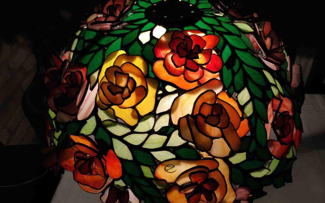 Tiffany rózsabokor lámpa